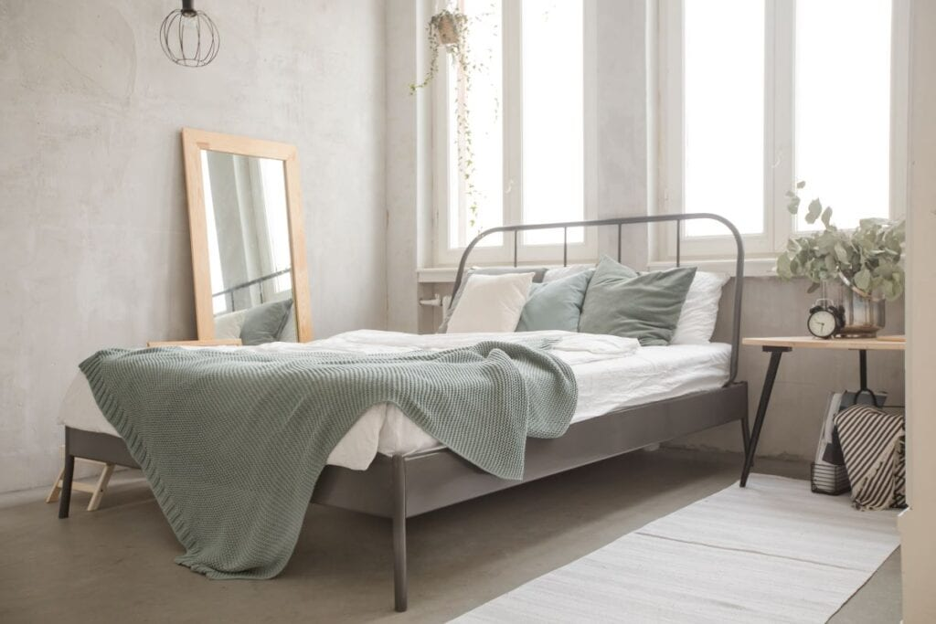 Small bedroom that looks bigger